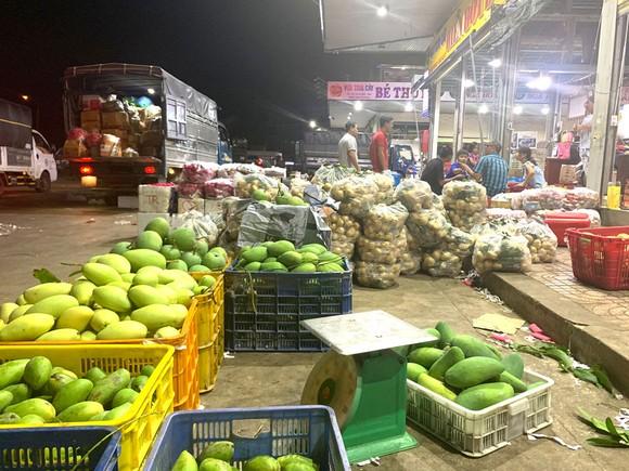 Một quầy hàng ở chợ đầu mối Dầu Giây
