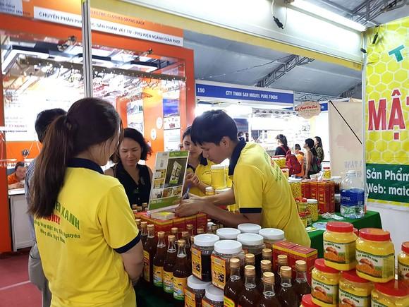 Nhiều hội chợ hàng Việt được các địa phương tổ chức thu hút khách hàng