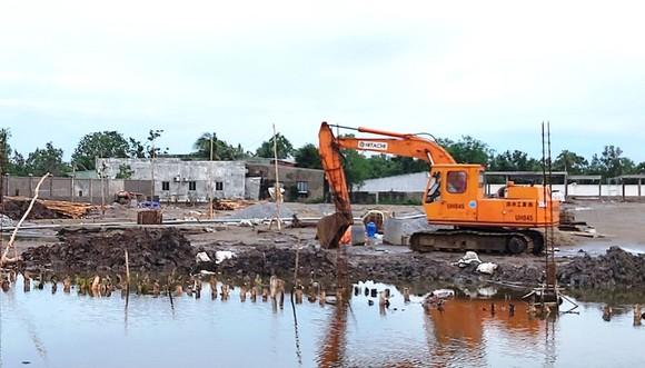 Công trình kè cấp bách xã Tân Thuận thi công chậm chạp