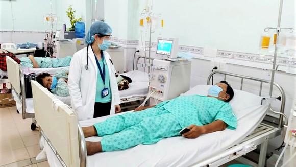 Bệnh nhân suy thận mãn tại BV Nhân dân 115 được kiểm tra kỹ trước khi vào chạy thận nhân tạo