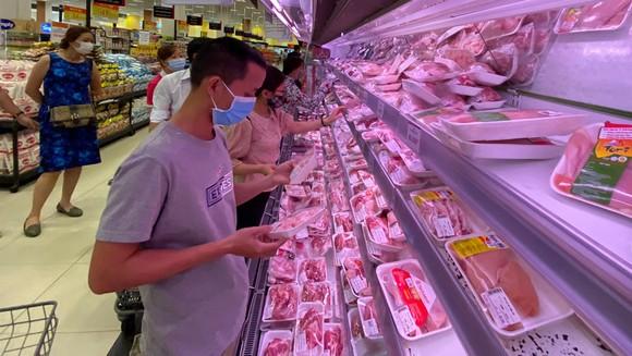 Sản phẩm thịt heo đóng gói bán ở siêu thị Aeon Tân Phú, TPHCM. Ảnh: CAO THĂNG