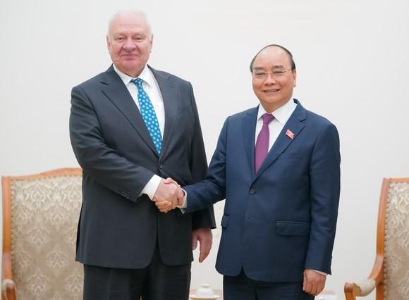 Thủ tướng Nguyễn Xuân Phúc tiếp Đại sứ Nga tại Việt Nam Konstantin Vnukov. Ảnh: VGP/Quang Hiếu