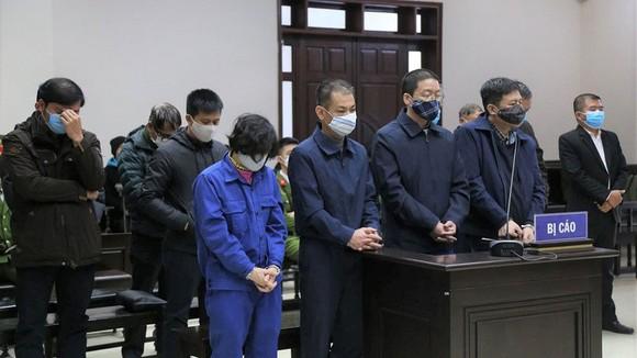 Các bị cáo tại tòa. Ảnh: UYÊN TRANG