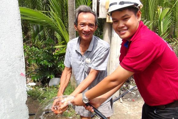 Đầu tư tuyến ống, gắn đồng hồ đưa nước sạch đến người dân ở huyện Cần Giờ