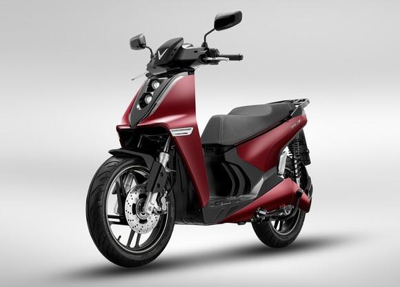 VinFast ra mắt hai dòng xe máy điện mới và công bố mô hình trải nghiệm mua sắm O2O ảnh 1