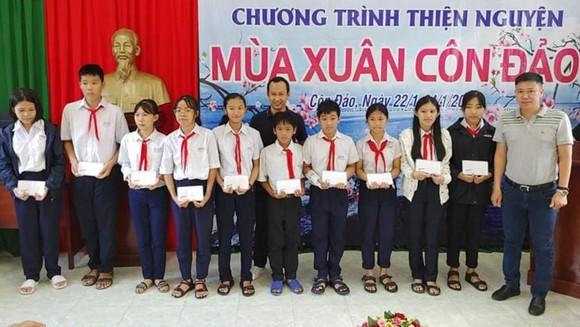 Khám bệnh miễn phí và tặng quà tết tại huyện Côn Đảo ảnh 1