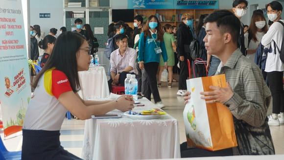 HDBank ký kết hợp tác với Đại học Ngoại ngữ - Tin học TPHCM ảnh 1