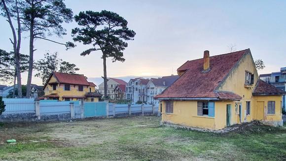 Cụm biệt thự cổ trên đường Cô Giang, TP Đà Lạt bỏ hoang nhiều năm sau khi được một doanh nghiệp thuê