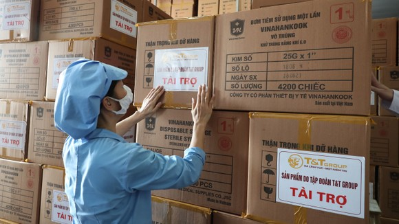 T&T Group 'tiếp sức' 500.000 bộ bơm tiêm vaccine Covid-19 cho TPHCM ảnh 1