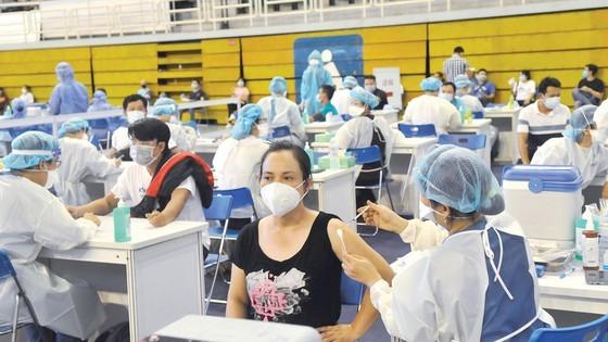 Tiêm vaccine phòng Covid-19 tại Nhà thi đấu Phú Thọ. Ảnh: CAO THĂNG
