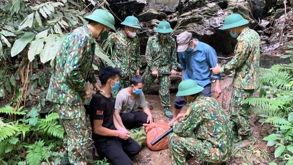 Lực lượng cắm chốt Biên phòng Quảng Nam phát hiện và bắt giữ các đối tượng vượt biên trái phép