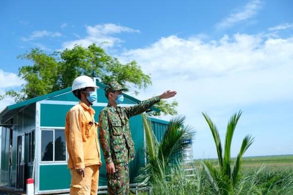 Các đơn vị điện lực tại 21 tỉnh thành phía Nam tăng cường phối hợp với công an, quân đội tại địa phương bảo vệ an ninh các công trình điện để bảo đảm cấp điện an toàn, ổn định dịp Quốc khánh 2-9 và phục vụ công tác phòng chống dịch Covid-19