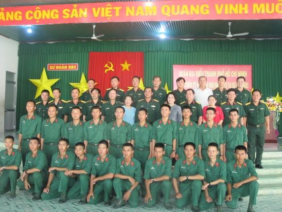 Đoàn lãnh đạo TPHCM thăm, động viên chiến sĩ mới tại Tây Ninh     ảnh 4
