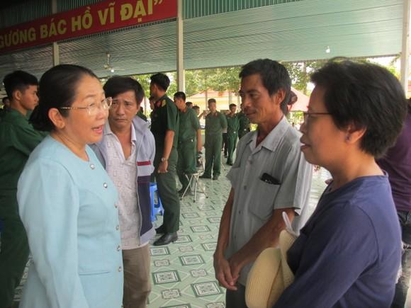 Đoàn lãnh đạo TPHCM thăm, động viên chiến sĩ mới tại Tây Ninh     ảnh 2