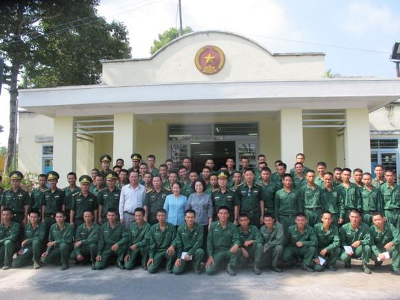 Đoàn lãnh đạo TPHCM thăm, động viên chiến sĩ mới tại Tây Ninh     ảnh 1