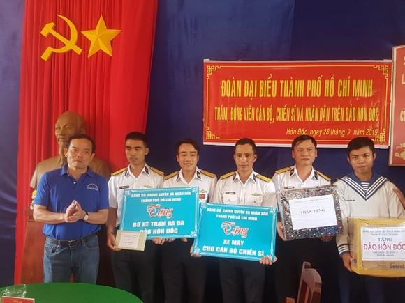 Đoàn đại biểu TPHCM dâng hương Chủ tịch Hồ Chí Minh tại Vùng 5 Hải quân ảnh 3