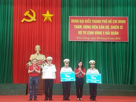 Đoàn đại biểu TPHCM dâng hương Chủ tịch Hồ Chí Minh tại Vùng 5 Hải quân ảnh 2