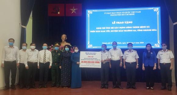 Trao tặng 30 tỷ đồng kinh phí xây dựng Bệnh xá trên đảo Nam Yết, Trường Sa ảnh 1