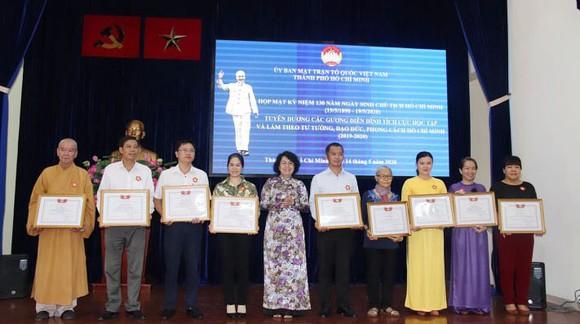 Chủ tịch Ủy ban MTTQ Việt Nam TPHCM Tô Thị Bích Châu tặng bằng khen cho các tập thể, cá nhân tiêu biểu học tập và làm theo tư tưởng, đạo đức, phong cách Hồ Chí Minh  2 năm 2019 - 2020