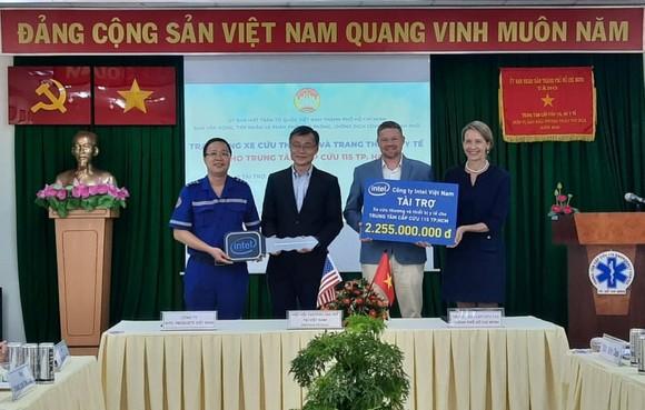 Bàn giao xe cứu thương và thiết bị y tế cho Trung tâm Cấp cứu 115 TPHCM ảnh 2