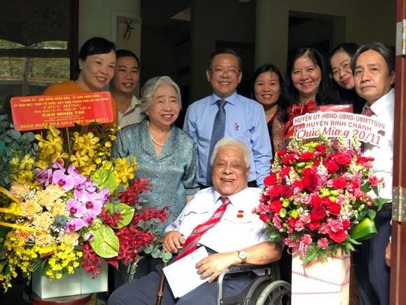 Lãnh đạo TPHCM thăm các nhà giáo lão thành ảnh 5