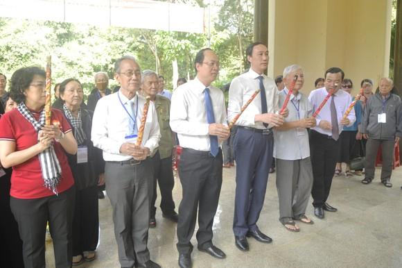 Dâng hương kỷ niệm 60 năm Ngày thành lập Mặt trận Dân tộc giải phóng miền Nam Việt Nam ảnh 3