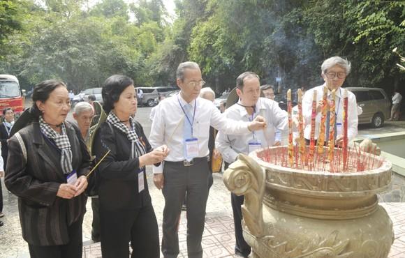 Dâng hương kỷ niệm 60 năm Ngày thành lập Mặt trận Dân tộc giải phóng miền Nam Việt Nam ảnh 2