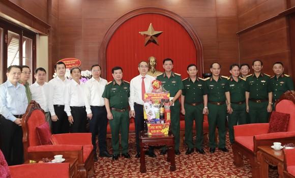 Đoàn lãnh đạo TPHCM thăm, chúc tết Công an TPHCM và Quân khu 7 ảnh 2