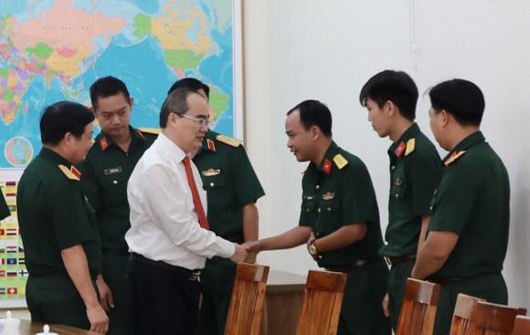 Đoàn lãnh đạo TPHCM thăm, chúc tết Công an TPHCM và Quân khu 7 ảnh 3