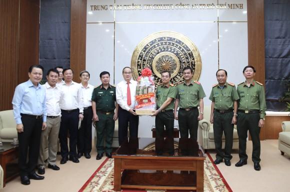 Đoàn lãnh đạo TPHCM thăm, chúc tết Công an TPHCM và Quân khu 7 ảnh 1