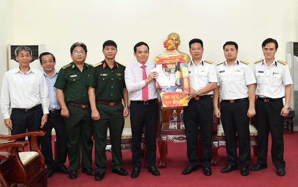 Đoàn lãnh đạo TPHCM thăm, chúc tết các đơn vị quân đội ảnh 2