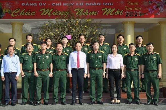 Đoàn lãnh đạo TPHCM thăm, chúc tết các đơn vị quân đội ảnh 4