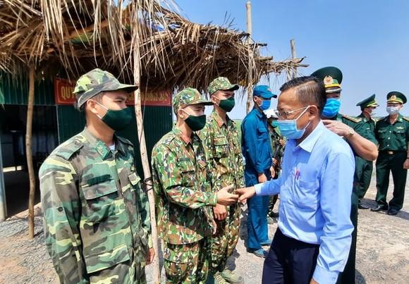 Lãnh đạo TPHCM thăm các lực lượng phòng, chống dịch Covid-19 tại biên giới Tây Ninh ảnh 1