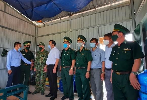 Lãnh đạo TPHCM thăm các lực lượng phòng, chống dịch Covid-19 tại biên giới Tây Ninh ảnh 2