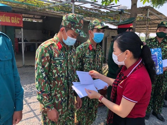 Lãnh đạo TPHCM thăm các lực lượng phòng, chống dịch Covid-19 tại biên giới Tây Ninh ảnh 5