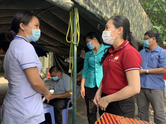 Ủy ban MTTQ Việt Nam TPHCM thăm, động viên các chốt trạm phòng, chống dịch Covid-19     ảnh 1