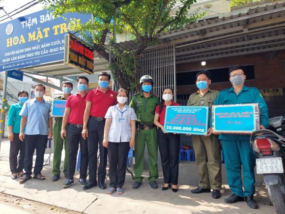 Ủy ban MTTQ Việt Nam TPHCM thăm, động viên các chốt trạm phòng, chống dịch Covid-19     ảnh 2