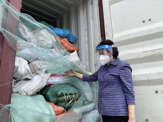 Nghệ An hỗ trợ gần 300 tấn hàng giúp TPHCM phòng, chống dịch Covid-19 ảnh 3