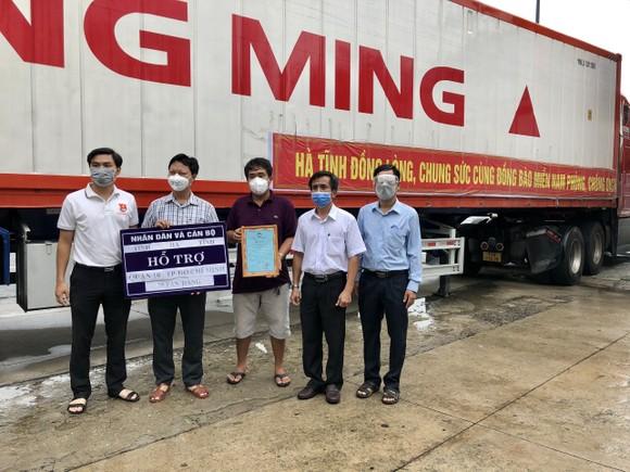 Tiếp nhận 18 container hàng hóa thiết yếu từ tỉnh Hà Tĩnh hỗ trợ TPHCM    ảnh 1