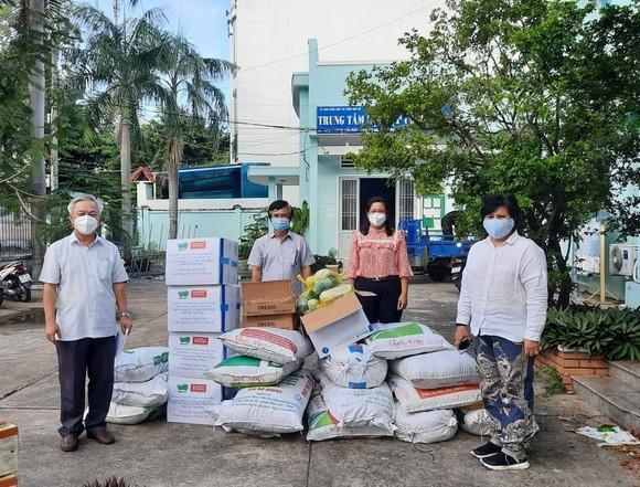 Tặng 400 túi thuốc an sinh hỗ trợ người F0 tại huyện Nhà Bè ảnh 1