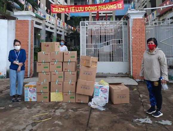 Trao tặng 5.500 túi thuốc đến các F0 cách ly tại nhà ảnh 2