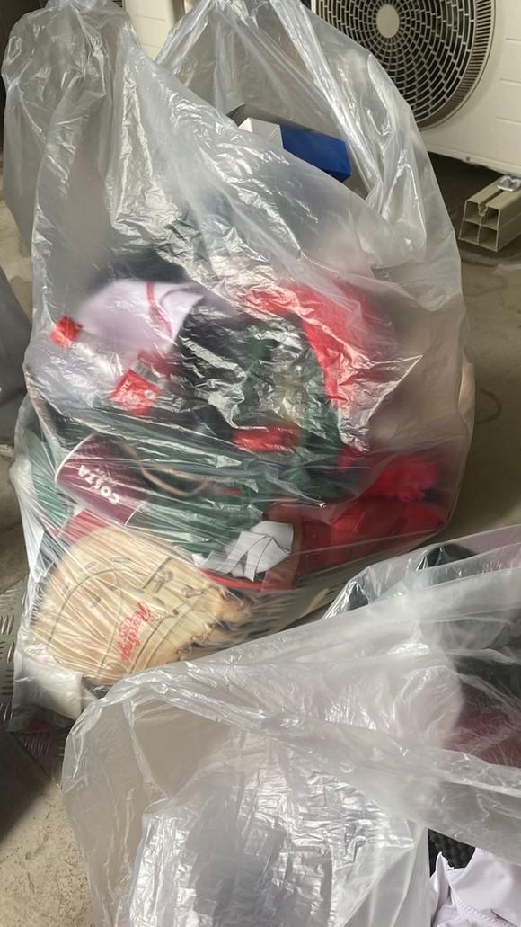 Đội tuyển bóng mềm Mexico ném đồng phục vào thùng rác ảnh 1