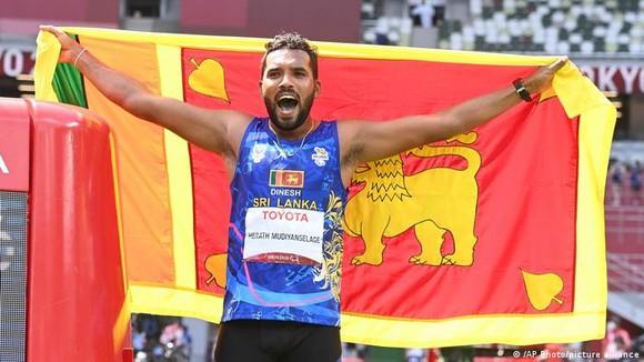 Dinesh Priyantha Herath đã giành được danh hiệu Paralympic đầu tiên cho Sri Lanka ở nội dung ném lao nam F46. Ảnh: AP