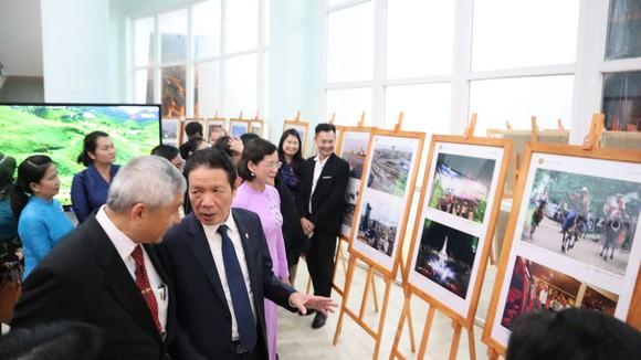 Khai mạc triển lãm ảnh và phim phóng sự - tài liệu trong Cộng đồng ASEAN ảnh 2