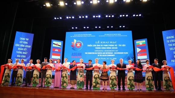Khai mạc triển lãm ảnh và phim phóng sự - tài liệu trong Cộng đồng ASEAN ảnh 1