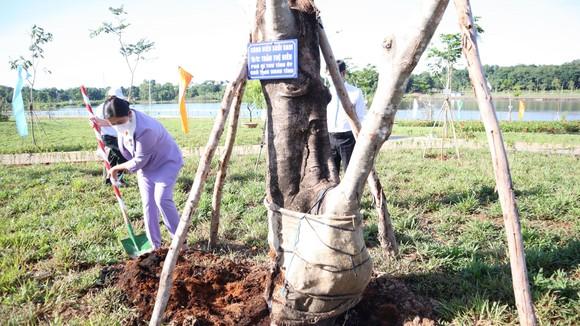 Bình Phước: Khánh thành công viên Hồ Suối Cam và tổ chức trồng cây nhớ ơn Bác Hồ ảnh 1