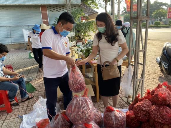Bình Phước mở nhiều điểm hỗ trợ nông dân tiêu thụ nông sản ảnh 2