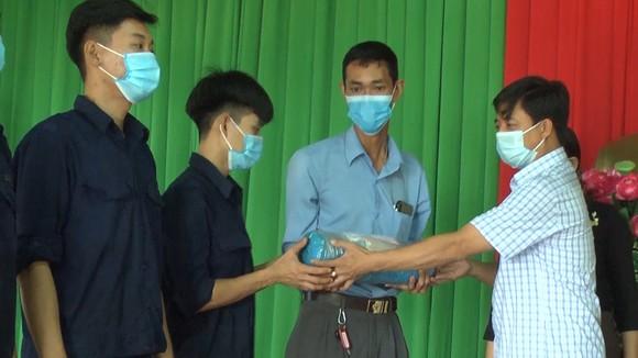 Lộc Ninh: Bàn giao 42 hài cốt liệt sĩ về an táng tại Nghĩa trang liệt sĩ ảnh 1