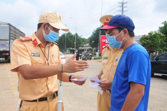 Bình Phước: Lập thêm 3 chốt kiểm soát người né khai báo y tế ảnh 1