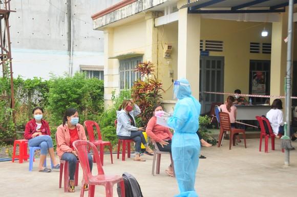 Người tiêm đủ 2 mũi vaccine Covid-19 đến Bình Phước từ vùng có dịch không phải cách ly tập trung ảnh 1